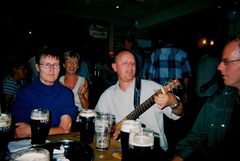 Vi ble lokale helter på stedet.. En gjeng nordmenn som kunne flere irske sanger enn de fleste tilstedet i puben.