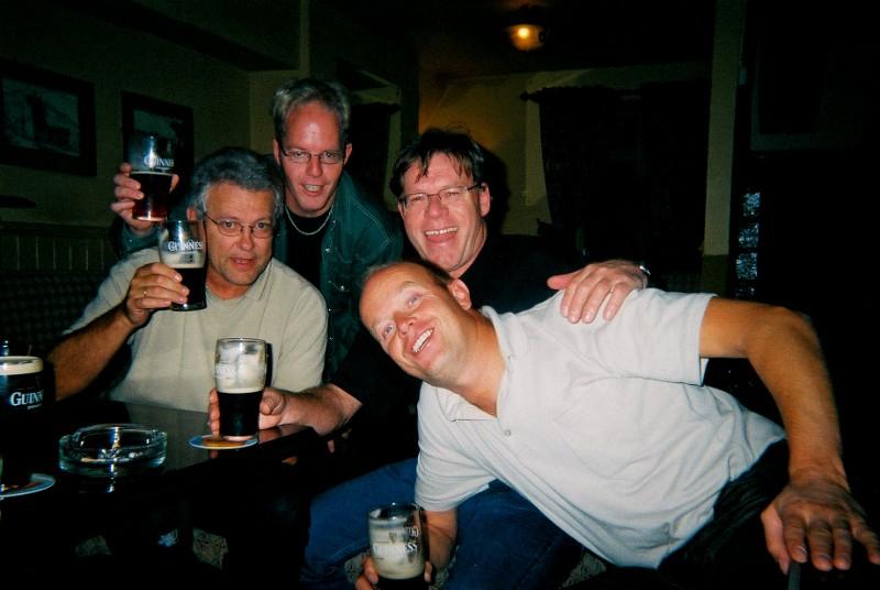 Ikke så mye som skal til for å få denne gjengen i godt humør... Litt Guinness bare... :-)