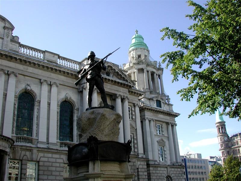 Carlingford lå ikke langt i fra Nord-Irland, så vi tok turen over til Belfast.