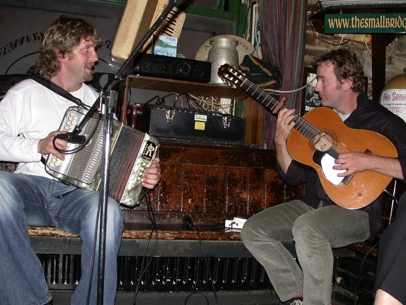 På de fleste stedene/pubene vi oppsøkte var det dyktige musikere som spilte så det virkelig svingte noe vanvittig.
