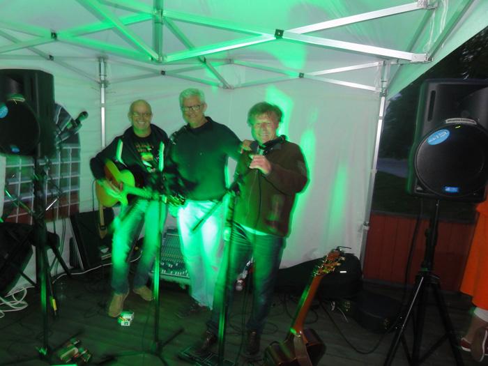 9.8.13 De grønne PDS på Put'n In Bar på Fjetre gård i Ottestad.